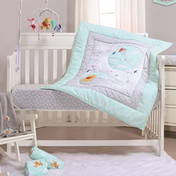 Pooh Fly A Kite Mint Cot Quilt